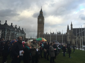 Thousands gather outside parliament to pray for election