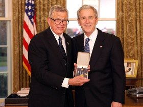 World pays tribute to Chuck Colson